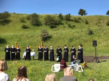 Billede af præster ude i det fri