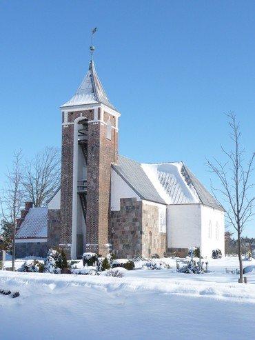 Resen Kirke om vinteren