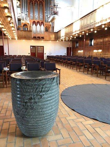 Den nye døbefont i Lindevang kirke