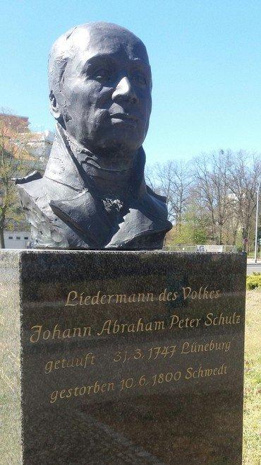 Büste vor dem Berlischky - Pavillon, Lindenallee in Schwedt