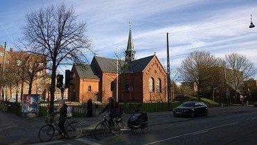 Sundby Kirke set fra Amagerbrogade