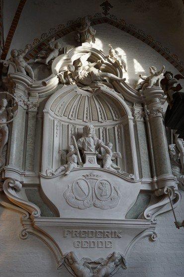 Et billede af Frederik Geddes epitafium i koret